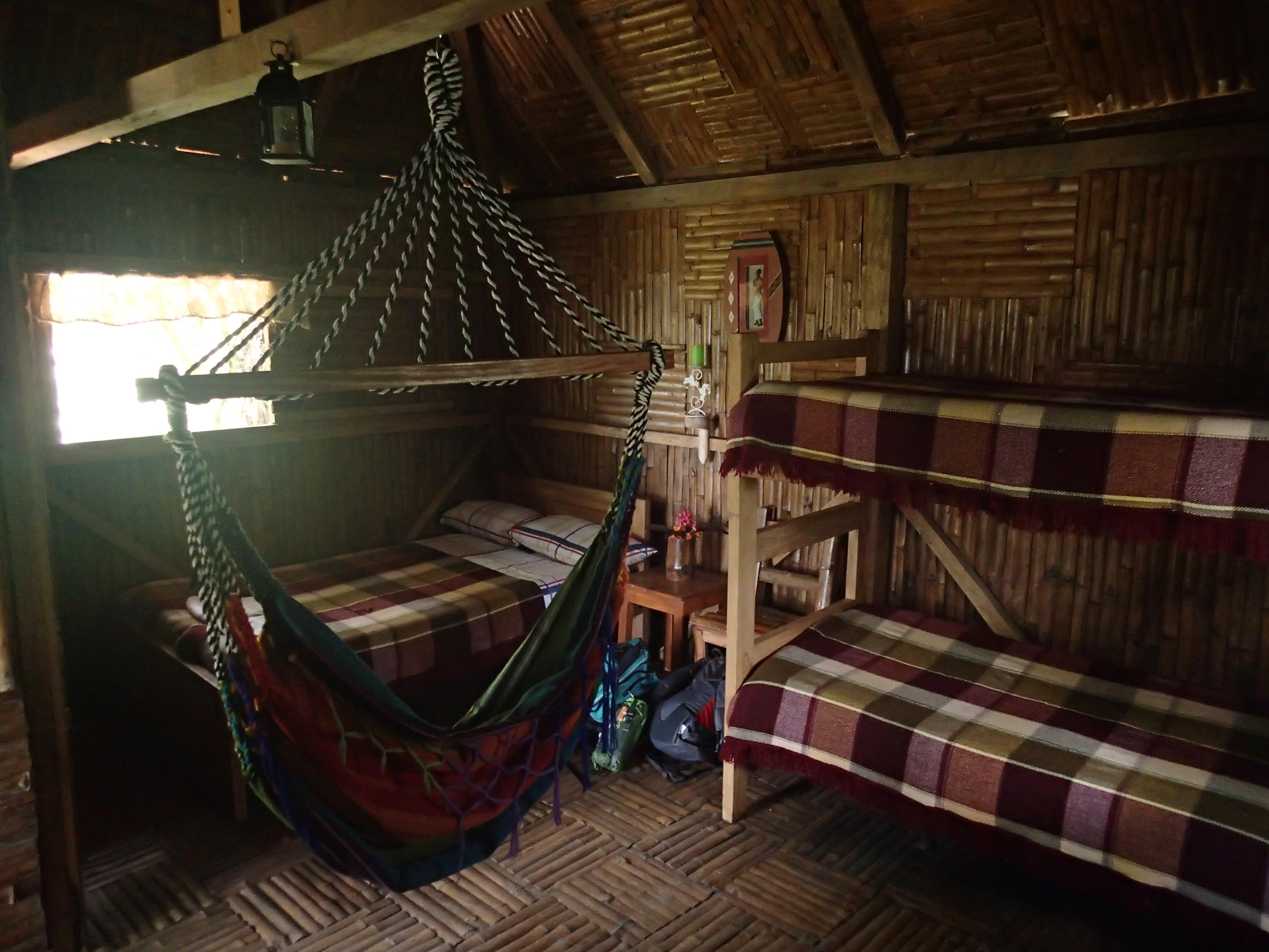 l int rieur de notre cabane les voyages d 39 ariane et sereivann. Black Bedroom Furniture Sets. Home Design Ideas